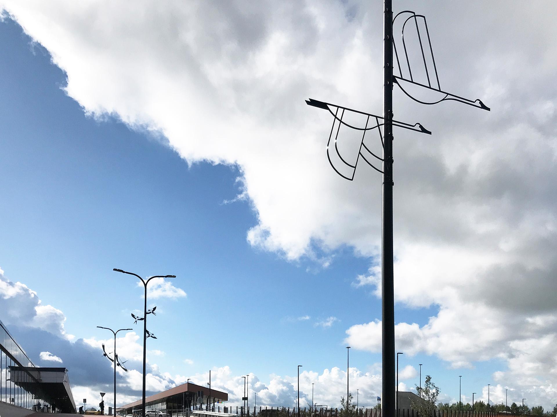 Rändlinnud. Installatsioon Tallinna Lennujaamas